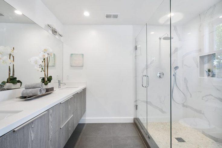 Come arredare un bagno lungo e stretto